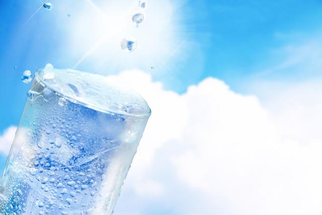 水の一日に飲む量は4Lが理想?体質改善とボディメイクで知ったこと